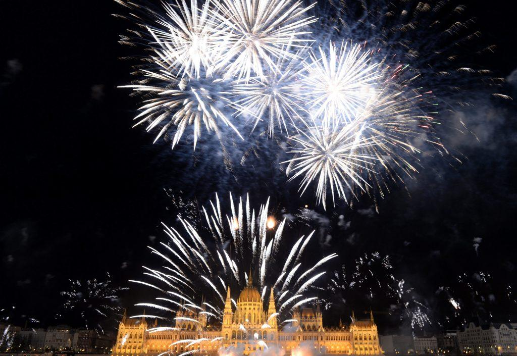 Video: Amazing Fireworks In Budapest To Celebrate National Holiday