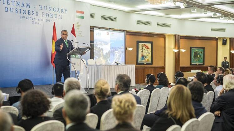 Vietnamese-Hungarian Business Forum Held In Hanoi