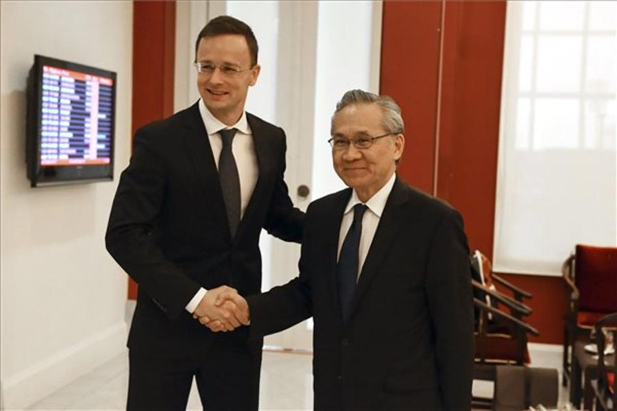 Hungary Signs Education, Economic Pact With Thailand
