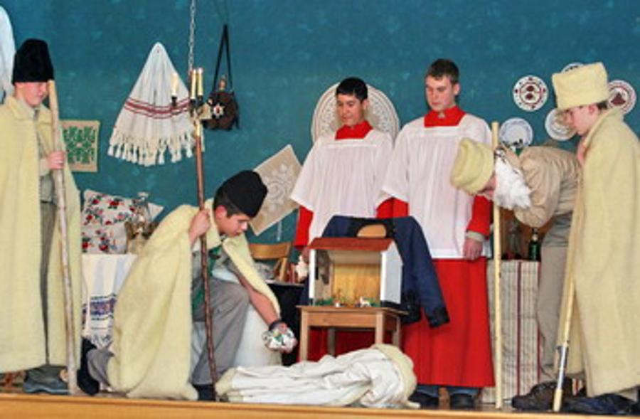 Christmas Day Traditions In Hungary: Bethlehem Shepherd's Play
